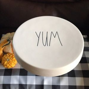 YUM serving stand